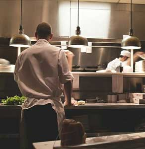 10 food safety tips for commercial kitchens.